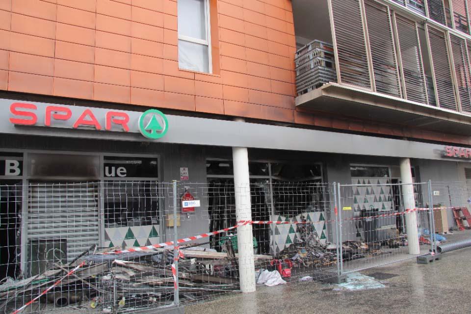 incendie du magasin spar  u00e0 echirolles